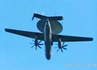 米海軍のE-2Cホークアイ早期警戒機 のコピー