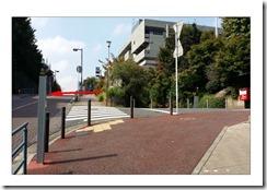 ④桜木町からの道で見えた鉄の柱